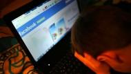 Außerhalb der Einflussräume von Eltern und Bezugspersonen: Propagandistische Inhalte im Internet