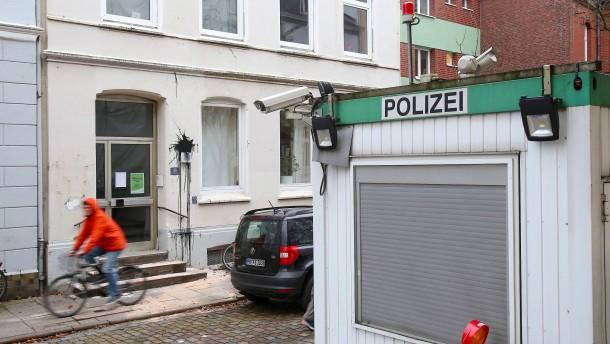 Wohnhaus von Vizekanzler Scholz mit Farbe beworfen