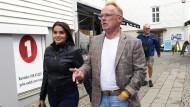 Per Sandberg mit seiner Freundin Bahareh Letnes bei einem Spaziergang in Mandal, Norwegen