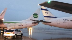 Germania-Maschine stößt am Boden mit Flugzeug zusammen