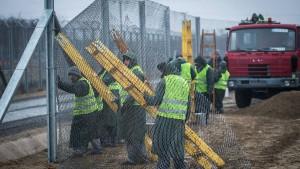 Ungarn will alle Flüchtlinge in Containerdörfern festhalten