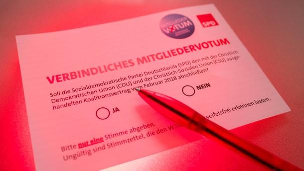 Knappe Mehrheit der SPD-Anhänger für große Koalition