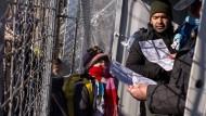 An der Grenze zu Mazedonien (hier am Grenzübergang bei Gevgelija) sollen die Migranten bald gestoppt werden