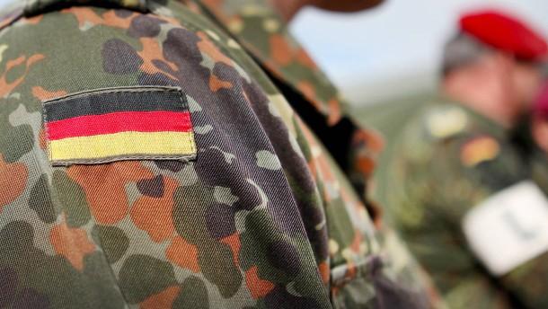 Wieso Bundeswehr und Polizei für Rechtsextreme attraktiv sind
