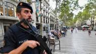 Streng bewacht: die Barceloner Flaniermeile Las Ramblas am Samstag