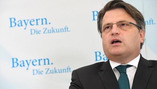 Bayerischer Justizminister kritisiert Rehabilitierung Homosexueller