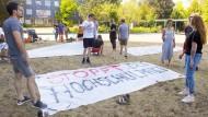 Studierende der Hochschule Darmstadt protestieren gegen das schlechte Betreuungsverhältnis.