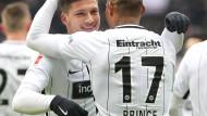 Emporkömmling: Nach einer herausragenden Leistung gegen den FSV Mainz 05 hat Kevin-Prince Boateng (r.) viel Lob für seinen Mitspieler Luka Jovic übrig.
