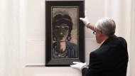 """Max Beckmanns Gemälde """"Weiblicher Kopf in Blau und Grau (Die Ägypterin)"""" wurde bei Grisebach für eine Rekordsumme von 4,7 Millionen Euro verkauft."""