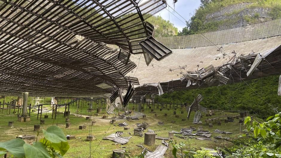 Schäden am Arecibo-Observatorium in Puerto Rico (Aufnahme von August 2020)