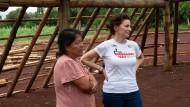 Im neuen Gebetshaus: Dona Alda (rechts) mit Elen Mary Machado.