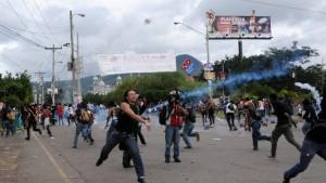Studenten protestieren gegen Wahlergebnis