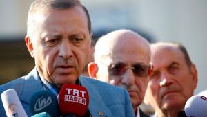 Erdogan erleidet Schwächeanfall beim Gebet