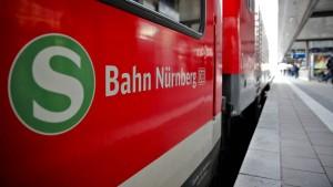 Zwei Jugendliche nach Streit von S-Bahn überrollt und tödlich verletzt