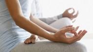 Sammlung: Wer meditiert, klärt seinen Geist. So zu sitzen ist dabei nur eine Möglichkeit von vielen.