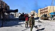 Soldaten der syrischen Armee in Aleppos Ostbezirk Hanano