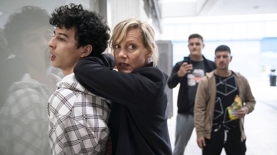 Vorsicht, Kamera: Martina Bönisch (Anna Schudt) verhaftet Hakim Khaled (Shadi Eck) mit zu viel Körpereinsatz.