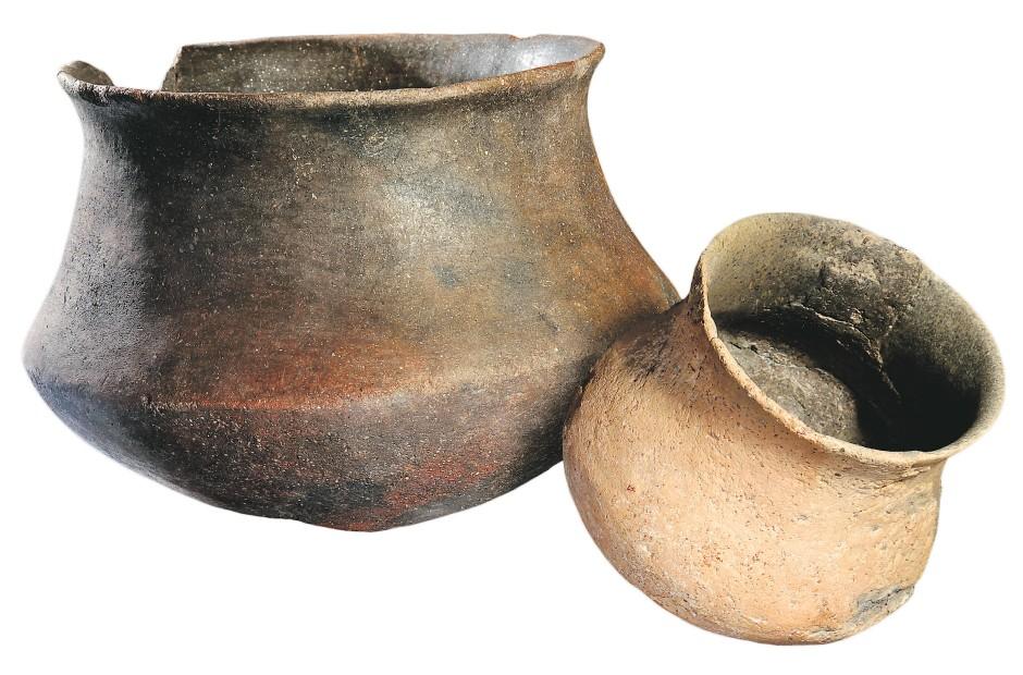 Argarische Keramik: Gefäße der Formen fünf (links) und vier.