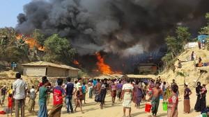 Tausende Rohingya fliehen aus brennendem Lager in Bangladesch