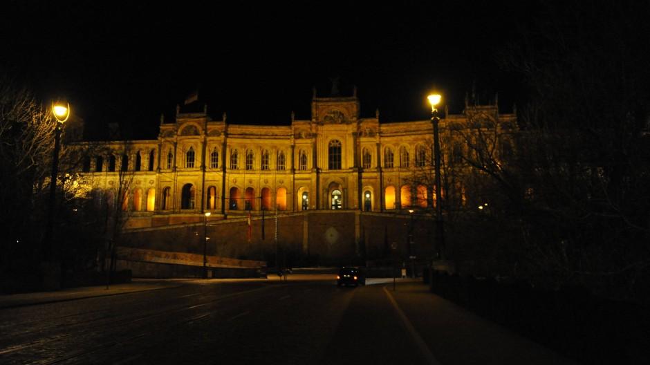 Maximale Ausbeute im Maximilianeum? Im Bayerischen Landtag haben sich die Abgeordneten nach Ansicht der Rechnungsprüfer jahrelang gut bedient....