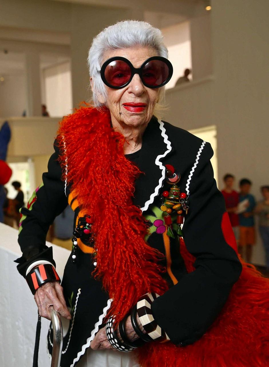 Die große runde Brille ist ihr Markenzeichen: Modeikone Iris Apfel