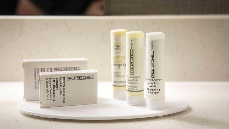 Mini-Packungen mit Shampoo, Conditioner und Body Lotion in den SpringHill Suites in New Orleans, die zur Mariott-Gruppe gehören.