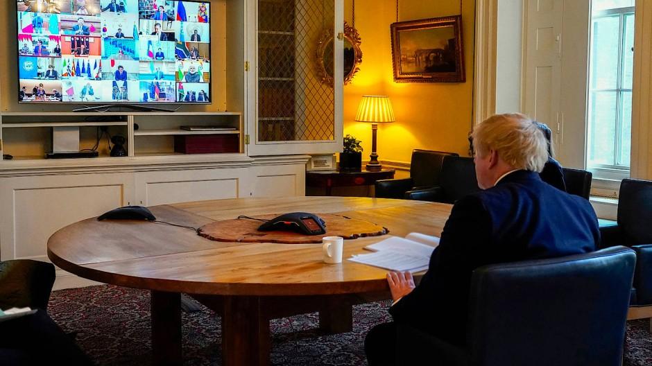 Boris Johnson bei einer Videokonferenz mit den g20