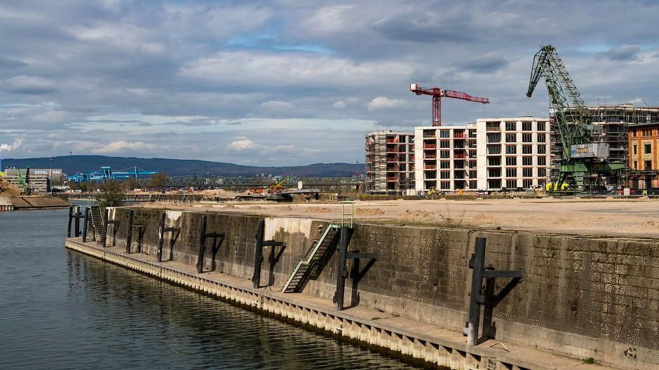 Umstrittenes Projekt: Der Zollhafen wird zum Luxusdomizil.