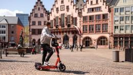 Voi führt Jahres-Tarife für E-Scooter ein