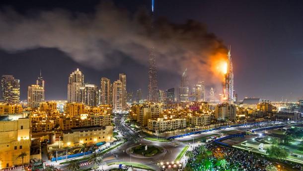 Wolkenkratzer geht in Flammen auf
