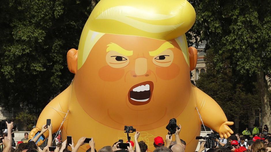 Seine Karikatur ist von seinem wirklichen Bild nicht leicht zu unterscheiden: Sechs Meter hoher Trump-Ballon in London 2018.