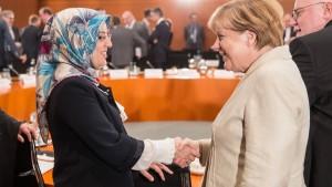 Merkel: Übergroße Mehrheit der Muslime hält sich ans Grundgesetz
