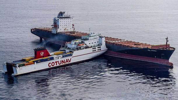 Kampf gegen Meeresverschmutzung nach Schiffsunglück
