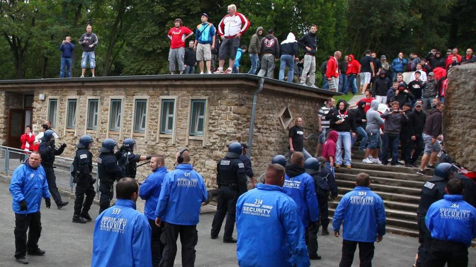 """Unter anderem beim Auswärtsspiel in Erfurt im August 2011 waren """"Lilien""""-Fans unangenehm aufgefallen"""