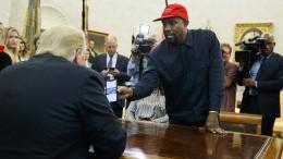 Die Trump-Mütze macht Kanye West zu Superman