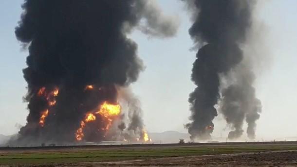 Hunderte Gastankwagen in Großfeuer zerstört