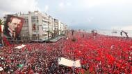 Tausende Anhänger bei der Wahlkampfveranstaltung von Muharrem Ince in Izmir