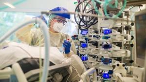 """Ärzte warnen vor """"dramatischem Mangel an Pflegekräften"""""""