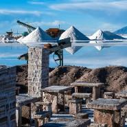 """Energiewende am Picknickplatz: In den """"Salines Grandes"""" in Argentinien werden Lithium-Reserven abgebaut."""