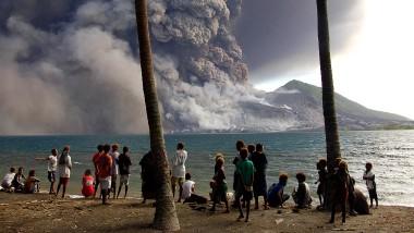 Oktober 2006: der Vulkan Tavurvur in Papua Neu Guinea