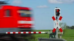 Bundesregierung will weniger Bahnübergänge