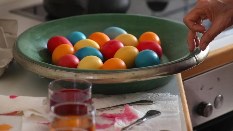 Das Eierfärben funktioniert auch unter Coronabedinungen bestens.