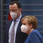 Anerkennung von der Kanzlerin: Jens Spahn wird in seinem Impfkurs bestätigt.