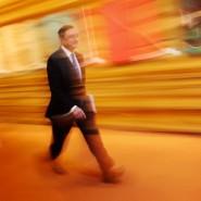 Zielstrebig Richtung Staatsanleihenkäufe: EZB-Präsident Mario Draghi erhält Widerspruch aus der Politik.