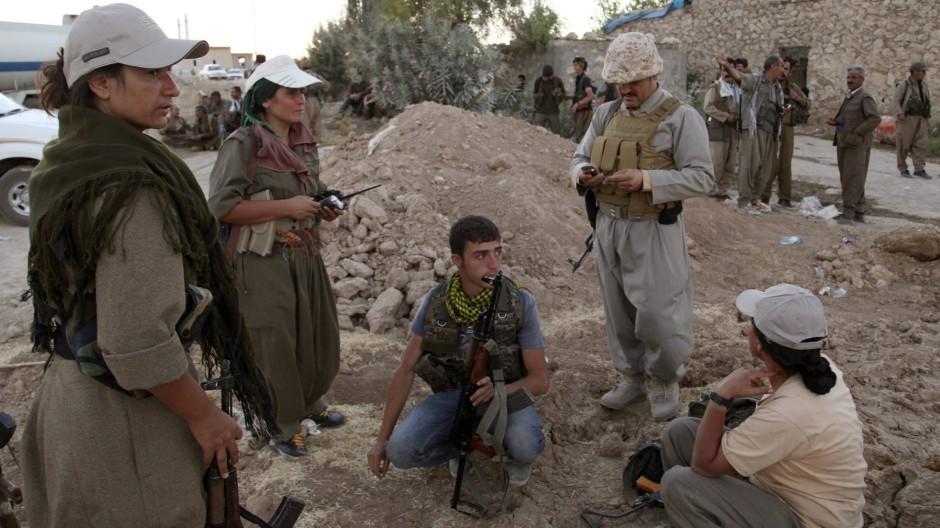 Kämpfer der PKK in Makhmur im Nordirak