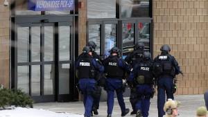 Drei Tote nach Schüssen in Einkaufszentrum