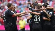 Kölner Jubeltraube: Modeste erzielt den umjubelten FC-Ausgleich
