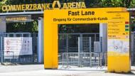 Schnell oder langsam: Kunden der Commerzbank können künftig schneller in das nach dem Finanzkonzern benannten Stadion im Stadtwald.