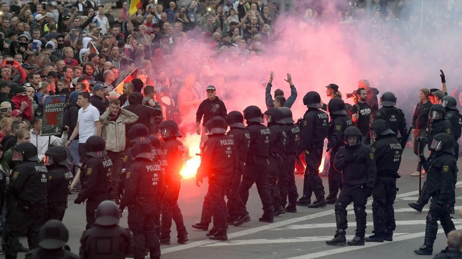 Die Bilder der gewaltsamen Ausschreitungen in Chemnitz haben viele in Deutschland schockiert