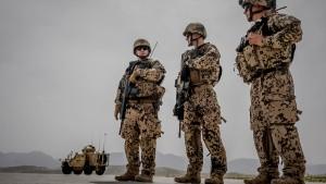 Kramp-Karrenbauer will afghanische Mitarbeiter in Sicherheit bringen
